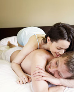 0824-couple-snuggling-in-bed_li